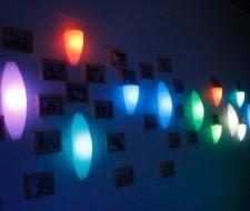 Lampen aan de wand verlicht